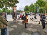 Der DGB Kreisverband Göttingen und UnterstützerInnen verteilen Transparente in der Stadt